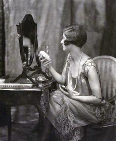 1920's+Vanity-.jpg (500×606)