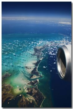 Impressive airplane window seat photo above the Caribbean that will blow your mind. Airplane Window, Airplane View, Aerial Photography, Travel Photography, Window Photography, Landscape Photography, Nature Photography, Les Bahamas, California Surf
