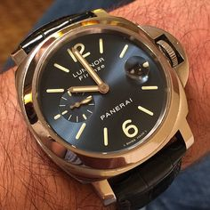 Loving the blue satin soleil dial on this #Panerai PAM229 special edition piece. Only 100 were made and features the Firenze under the Luminor on the dial and the solid case back has an etching of the historic boutique in Florence. Pic by @goldentimeco #PaneraiCentral