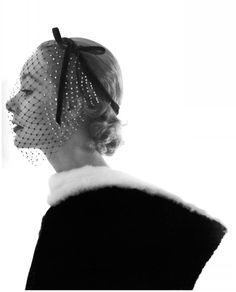 Lisa Fonssagrives in a Lilly Dache headpeice and veil photo by Irving Penn
