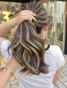 Blonde Highlights On Dark Hair, Hair Color Streaks, Brown Hair Balayage, Brown Blonde Hair, Hair Dye Colors, Hair Color For Black Hair, Brunette Hair, Red Hair, Medium Hair Styles