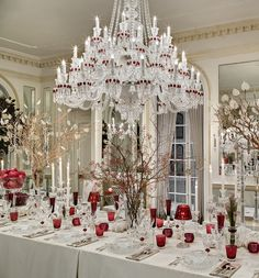 @baccarat & @amylaudesign Holiday House: Dine under sparkling lighting and the soft walls of Benjamin Moore's White Dove OC-17   (Aura, Eggshell) accented with Latex Metallic Glaze (Gold Dust Pearlescent finish) in Gold Dust PT-27 trim.