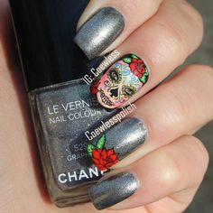 Sugar skull nails. These are amazing.