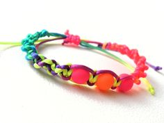 Sommerliches Armband mit neon-Perlen von Luisa Ventocilla Shop auf DaWanda.com