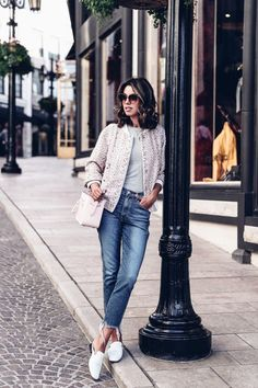 0ca9fbde78ee Casual outfit - cropped jeans, white leather slippers + pink bomber jacket