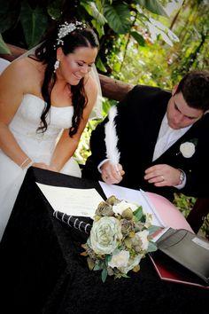 Garden wedding, beautiful colours