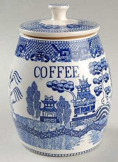 I just love blue willow ware - have ever since I was a kid -- my grannie collected it and I would get lost in my fantasy story lines and lands launching from the willow scenes. Blue Willow China, Blue And White China, Blue China, Love Blue, Blue Willow Decor, Blue Dishes, White Dishes, Delft, Café Chocolate