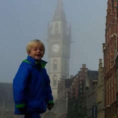 Little boy in the streets of Gent. We love our city!  #gent #view #instakids #instaview #city #fog #boy #kids #travel #travelblog #blog #love #amazing #happy #like4like #potd #tourist #architecture #nofilter