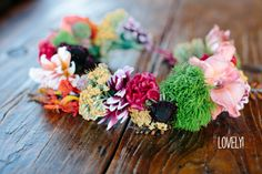 How To Make a Floral Wedding Crown (I don't like the design of this crown, just saving for the instructions)