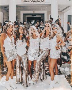 welcome to kappa disco ✨ - Outfits Sorority Bid Day, College Sorority, Sorority Sisters, Sorority Life, Kappa Alpha Theta, Sorority Rush Themes, Sorority Recruitment Outfits, Sorority Shirts, Mode Disco