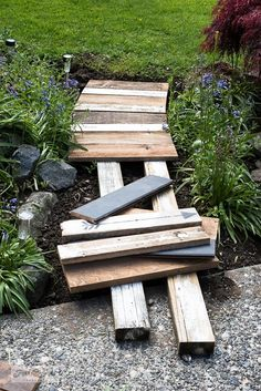 Learn how to build this easy and beautiful garden-themed reclaimed wood walkway with scrap wood and stencils! Easy to customize! Garden Paths, Garden Landscaping, Garden Types, Landscaping Ideas, Rustic Landscaping, Garden Bridge, Front Yard Landscaping Plans, Walkway Garden, Mailbox Garden
