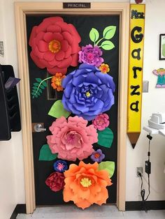 45 brilliant diy classroom decoration ideas & themes to inspire you 17 ~ Design . Spring Bulletin Boards, Classroom Bulletin Boards, Preschool Classroom, Kindergarten, Art Classroom Door, February Bulletin Board Ideas, Diy Classroom Decorations, School Decorations, Classroom Themes