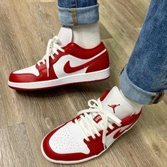 Jordan Shoes Girls, Girls Shoes, Retro Sneakers, Shoes Sneakers, Nike Air Shoes, Aesthetic Shoes, Hype Shoes, Fresh Shoes, Painted Shoes