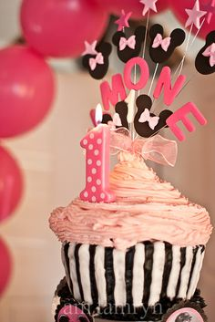 minnie mouse party love the mouse heads and stars on top of the cupcake w/ the child's name.  Great idea!