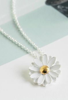 Spring Daisy Necklace,pretty Necklaces,jewelry flower charm pendant statements necklace for women girls teens,flower jewelry,daisy flower jewelry: Price for one necklace Metal : gold or rhodium filled over brass pendant size * total length (mm): Pretty Necklaces, Cute Jewelry, Beautiful Necklaces, Jewelry Accessories, Jewelry Necklaces, Flower Jewelry, Daisy Jewellery, Flower Bracelet, Flower Earrings