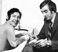 Alex Ferguson in the bath at St Mirren. Football Images, Sir Alex Ferguson, Association Football, Rangers Fc, Manchester United Football, Football Pictures, Vintage Football, Man United, Liverpool Fc