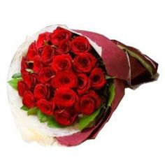 Choosing things and buying them with no hassle was never this simple. Today's technology powered time has brought dramatic changes in . Valentine Heart, Valentine Day Gifts, Valentine Roses, Online Flower Delivery, Online Florist, Flower Boutique, Gift Hampers, Online Gifts, Fresh Flowers