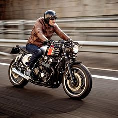 The original Honda CB750 was one of the best-looking bikes ever made. So we love what Jose and Tito of @maccomotors have done with their late-model Nighthawk 750. #honda #caferacer #bikeexif For more great shots, head over to http://www.bikeexif.com/honda-nighthawk-750