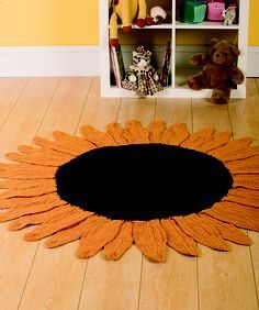 Sunflower Rug Ravelry: Sunflower Rug pattern by Ryan Hollist - I've been looking for a pattern to make a new rug for the grandboys' room. Like this, really bright. Sunflower Nursery, Sunflower Room, Sunflower Kitchen Decor, Crochet Sunflower, Sunflower Bathroom, Sunflower Headband, Yarn Crafts, Diy Crafts, Crochet Home Decor