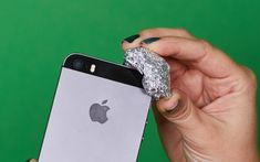 Aluminum foil does not only help you to cook your favourite foods. Discover all the other fantastic uses of this material.
