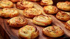 Blätterteig - Lachs - Schnecken, ein gutes Rezept mit Bild aus der Kategorie Fingerfood. 539 Bewertungen: Ø 4,6. Tags: Backen, einfach, Fingerfood, Fisch, Party, Schnell, Snack