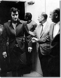 Elvis And Priscilla, Priscilla Presley, Lisa Marie Presley, Elvis Presley Las Vegas, Rock And Roll, Most Beautiful Man, Gorgeous Men, Beautiful People, Elvis Presley Pictures