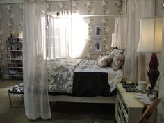 Can we have Spencer's bed canopy! #PLL