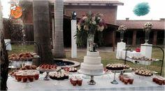 Pastel y barra de postres para boda