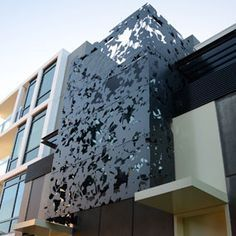 New Ideas exterior facade lighting walkways Metal Facade, Metal Screen, Design Exterior, Facade Design, Interior And Exterior, House Design, Wall Exterior, Building Exterior, Building Facade