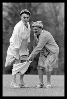 Keeping your sense of humor Black White Photos, Black And White Photography, Growing Old Together, Old Folks, Jolie Photo, People Of The World, Happy People, Vintage Photography, People Photography