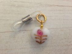 Ceramic heart knitting needle holder par KnittinginFrance sur Etsy, €3.00