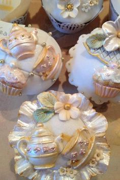 Shabby Chic Tea party cupcakes! I would love to see these at a party. They are just too pretty to eat haha