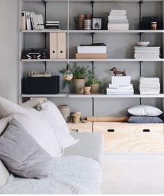 8 Simple Bedroom Storage Design Ideas With Less is More Concept – Design & Decor Home Living Room, Living Room Decor, Living Spaces, Estilo Interior, Interior Styling, Storage Design, Storage Ideas, Storage Benches, Home And Deco