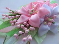 Satin Ribbon Flowers, Cloth Flowers, Silk Ribbon, Diy Flowers, Fabric Flowers, Paper Flowers, Ribbon Crafts, Flower Crafts, Fabric Crafts
