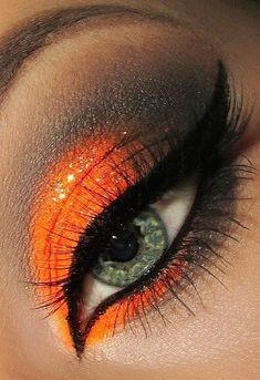 Halloween eye make-up orange and black Makeup Inspo, Makeup Art, Makeup Inspiration, Hair Makeup, Skull Makeup, Makeup Ideas, Halloween Eyeshadow, Halloween Makeup, Halloween Halloween