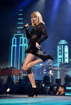 Taylor performing at Club Nomadic in Houston for Super Saturday Night