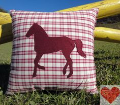 Pillow with horse appliqué; This pillow is a great present for horse lovers, british style lovers and country friends! They look great placed at the ends of a sofa, sitting pretty individually in a pair of chairs,greeting guests on an entryway bench or anywhere else you can imagine! You can find it in my Etsy shop at https://www.etsy.com/it/shop/RomantikPony?ref=hdr_shop_menu