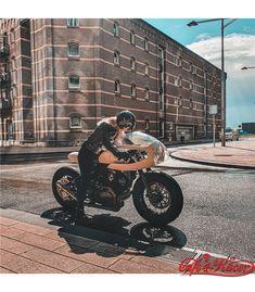 MAD Yamaha XV & TR1 classic exhausts Yamaha Virago, Sportster 1200, Mad Movies, Vintage Helmet, Enjoy The Ride, Exhausted, Bobber, Modern Classic, Retro