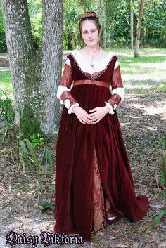 The Italian Showcase - Daisy at the Realm of Venus Kate? Italian Renaissance Dress, Renaissance Mode, Medieval Gown, Medieval Costume, Renaissance Clothing, Renaissance Fashion, Historical Clothing, Romeo Y Julieta, Fairytale Gown