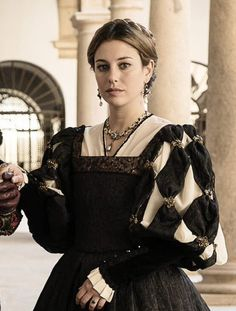 Look at the sleeve treatment. Renaissance Costume, Medieval Costume, Renaissance Fashion, Renaissance Clothing, Medieval Dress, Italian Renaissance, Tudor Costumes, Period Costumes, Historical Costume