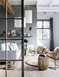 Een woonkamer inrichten met een Botanische sfeer doe je door de perfecte balans te vinden tussen grijstinten en natuurlijke materialen!