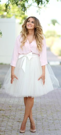 Spring / Summer - Party Look - light pink chiffon shirt + white tulle skirt with bow + nude stilettos White Tulle Skirt, Tulle Dress, Dress Skirt, Dress Up, Tulle Skirts, Pink Tulle, Midi Skirt, Shower Outfits, Bridal Party Shirts