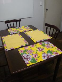 How to Easily Prepare Burlap for Crafts Table Runner And Placemats, Table Runners, Ramadan Decorations, Table Decorations, Sewing Crafts, Diy Crafts, Patch Quilt, Mug Rugs, Diy Candles
