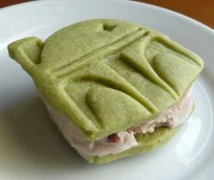 boba fett ice cream sandwiches - These Boba Fett ice cream sandwiches are a festive (and delicious) way to geek out this holiday season. Comprised of cold red bean ice cream and gr. Tea Recipes, Sweet Recipes, Dessert Recipes, Desserts, Green Tea Cookies, Ice Cream Cookies, Boba Fett, Sandwiches, Green Tea Ice Cream