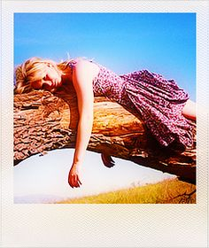 Jennifer has me convinced that I would like to spend my afternoon laying on a tree in a dress. She's made it look THAT good.