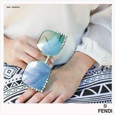 """111a9464d07a1 Safira - É pra você. on Instagram  """"A marca italiana Fendi é considerada um  símbolo de luxo e status. Com design original, os óculos Fendi antecipam e  ..."""