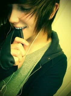 Emo guys especially from the movies are super cute and have awesome hair and personalities. Have you found you emo prince? Emo Love, Cute Emo Guys, Hot Emo Boys, Emo Girls, Cute Boys, Amor Emo, Emo People, Scene Guys, Pelo Anime