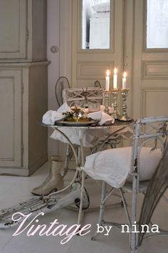 vintage-chrismas-table-decoration