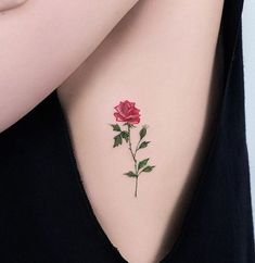 ▷ 1001 + Ideen und inspirierende Bilder zum Thema Rosen Tattoo here is one of our ideas for a great tattoo with a red rose with green leaves – idea for a tattoo for the ladies – roses tattoo template Side Tattoos, Great Tattoos, Body Art Tattoos, Flame Tattoos, Zodiac Tattoos, Men Tattoos, Tiny Rose Tattoos, Tiny Tattoo, Yellow Rose Tattoos