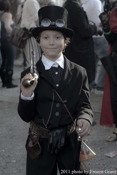 Seeing a Steampunk kid makes me so happy. It really gives a sense of community I think when you notice how enjoyable Steampunk can be for all ages and people. Steampunk Boy, Style Steampunk, Steampunk Halloween, Steampunk Couture, Steampunk Cosplay, Steampunk Design, Steampunk Wedding, Steampunk Clothing, Steampunk Fashion